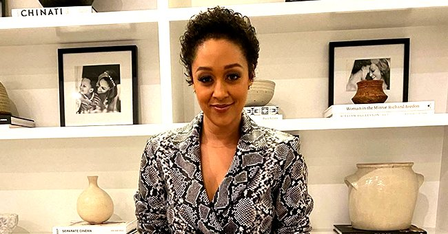 Tia Mowry Shows Natural Grey Afro in New Selfie without Makeup or Filter & Fans Love It