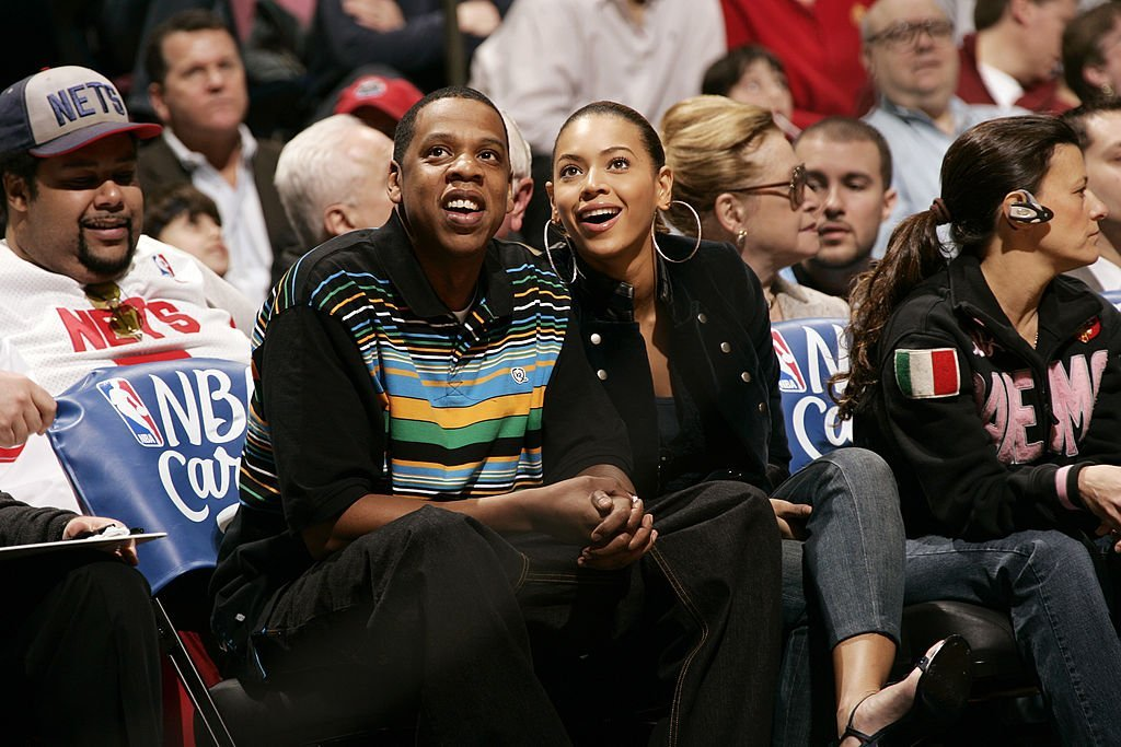 Jay-Z and Beyonce watch the Dallas Mavericks game against the New Jersey Nets on March 19, 2006 at the Continental Airlines Arena | Photo: Getty Images