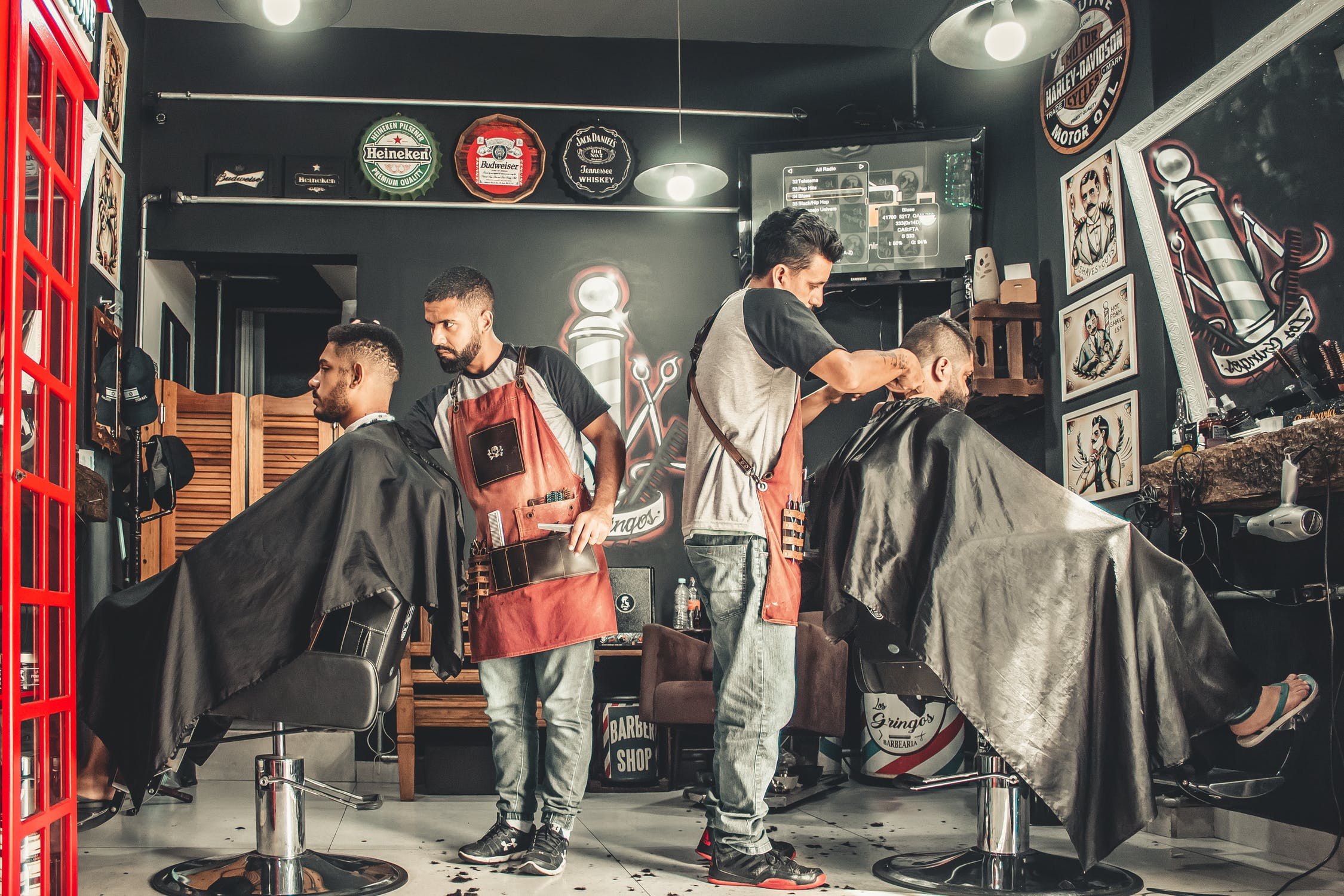 Looking for work at a hairdressing salon | Source: Pexels