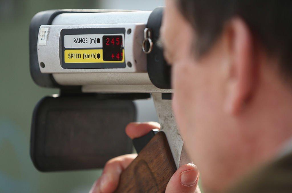 La police vérifiant la vitesse des voitures à Berlin. l Source : Getty Images