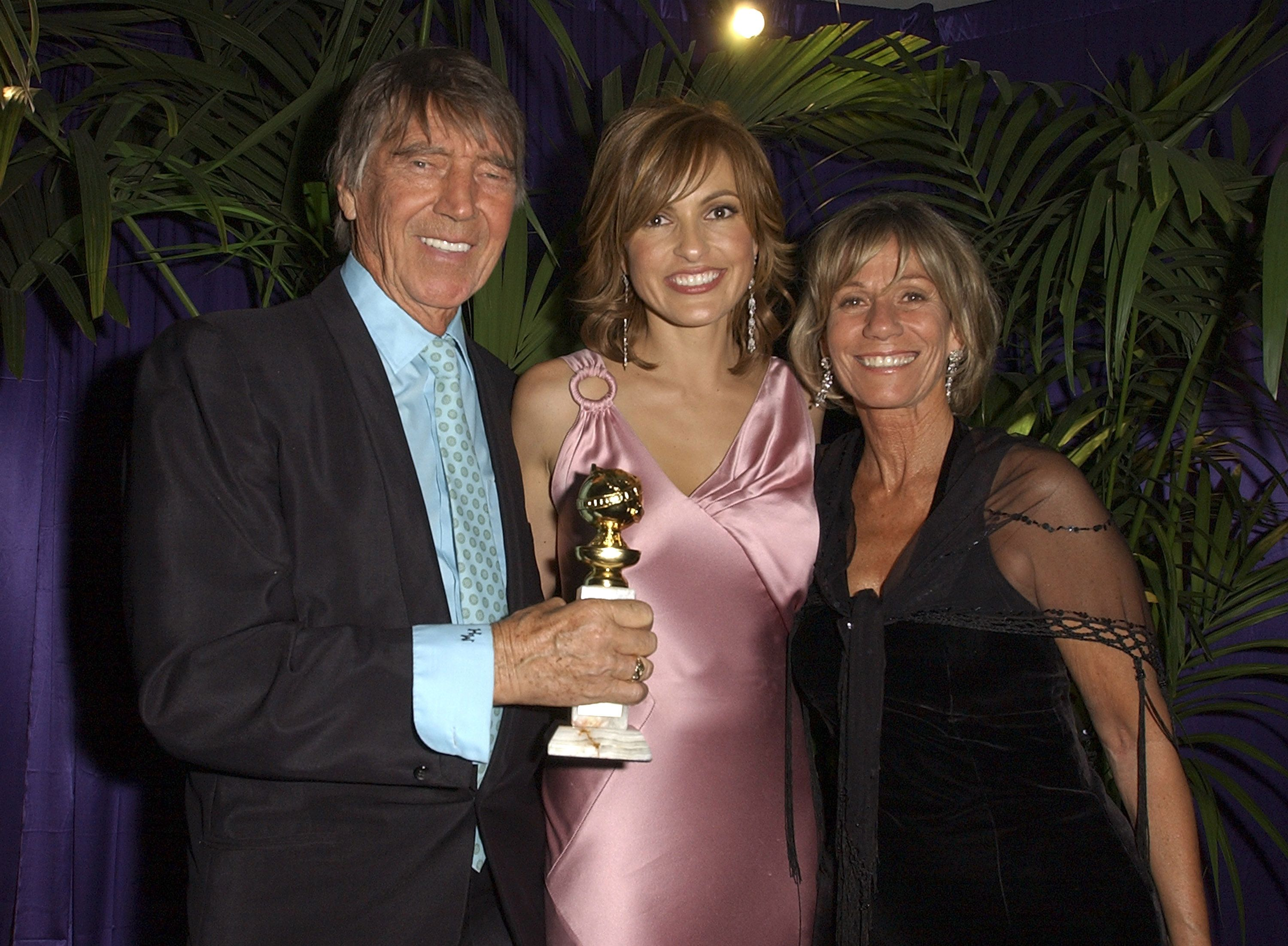 Marishka Hargitay, her father Mickey Hargitay, and her stepmother Ellen Siano at the 2005 Golden Globe Awards | Siurce: Getty Images