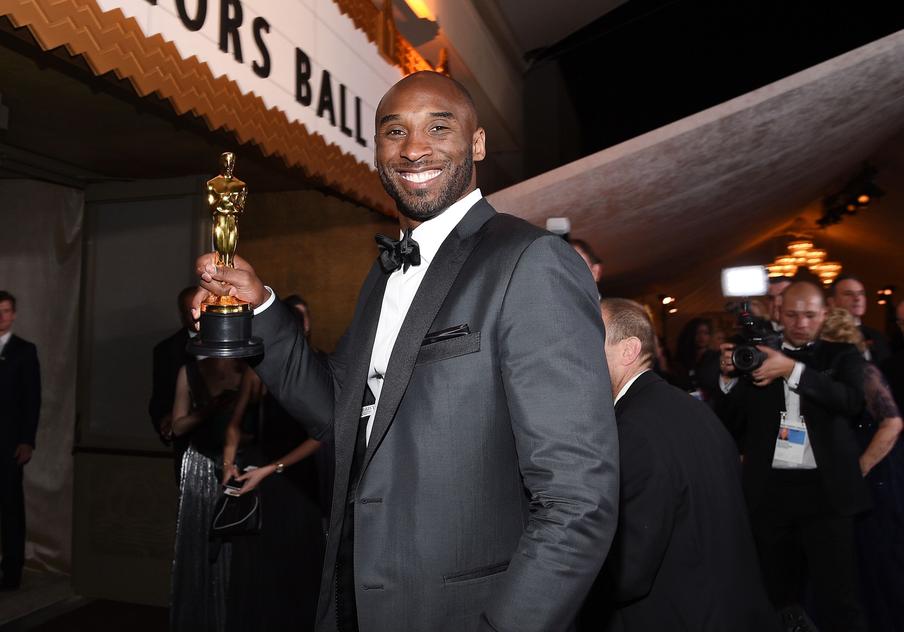 "Kobe Bryant with the Oscar he won for his animated short ""Dear Basketball"" in 2018/ Source: Getty Images"