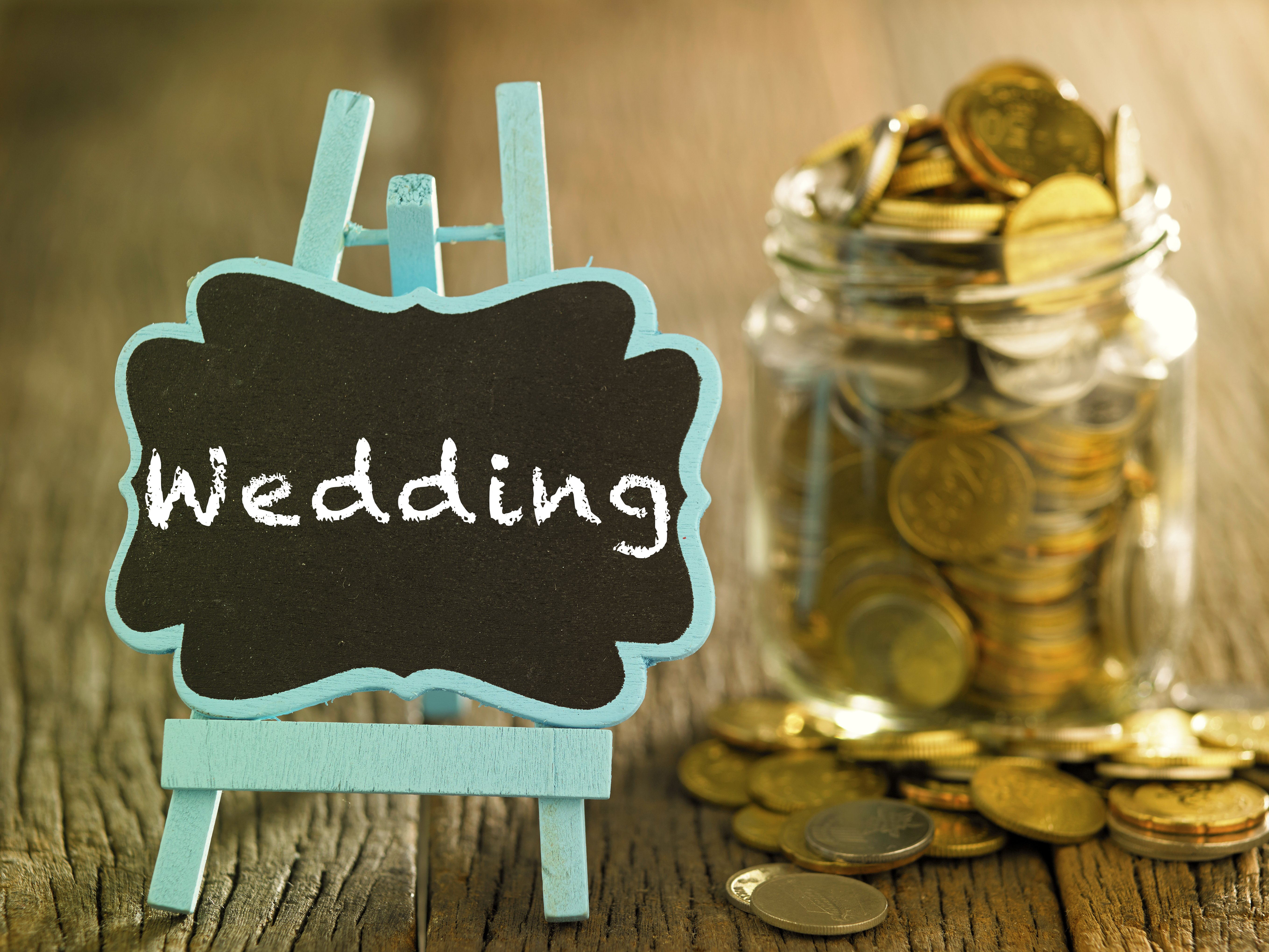 Jar full of savings for the big day. | Photo: Shutterstock