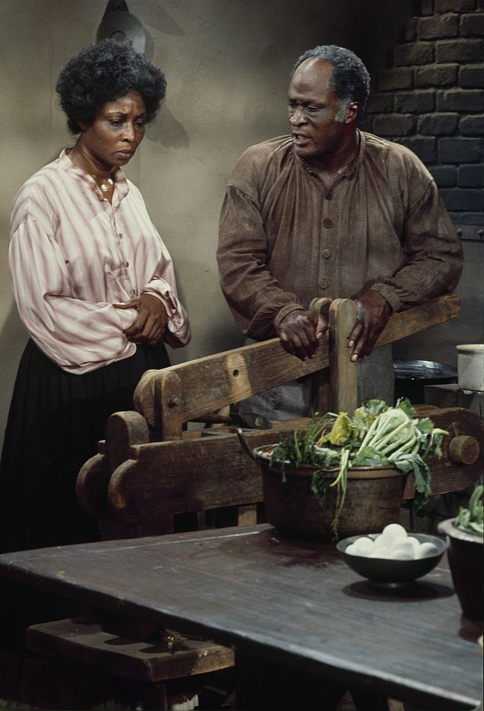"""Madge Sinclair and John Amos in """"Roots"""" on January 23, 1977   Photo: Getty Images"""