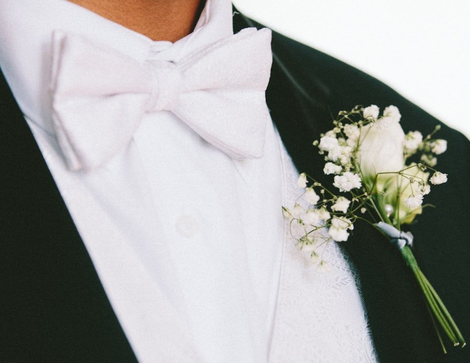 The groom in a suit | Photo: Unsplash