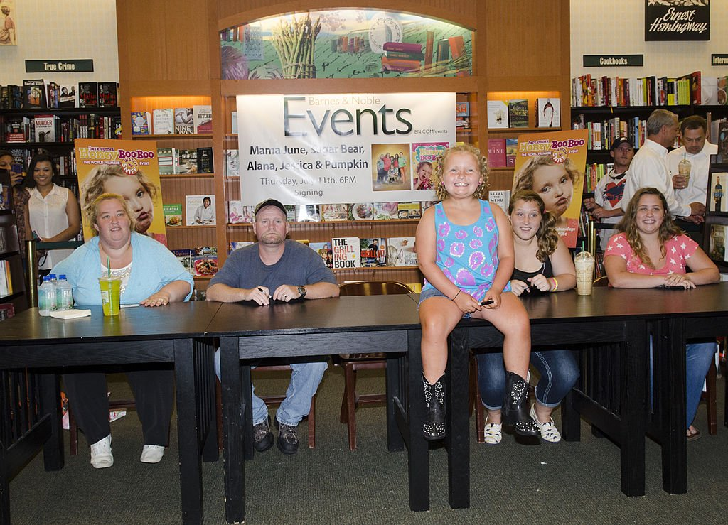 """Mama June, Mike Thompson, Alana """"Honey Boo Boo"""" Thompson, Anna """"Chickadee"""" Shannon and Lauryn """"Pumpkin"""" Shannon at the """"How to Honey Boo Boo: The Complete Guide"""" Book Event, July 2013 