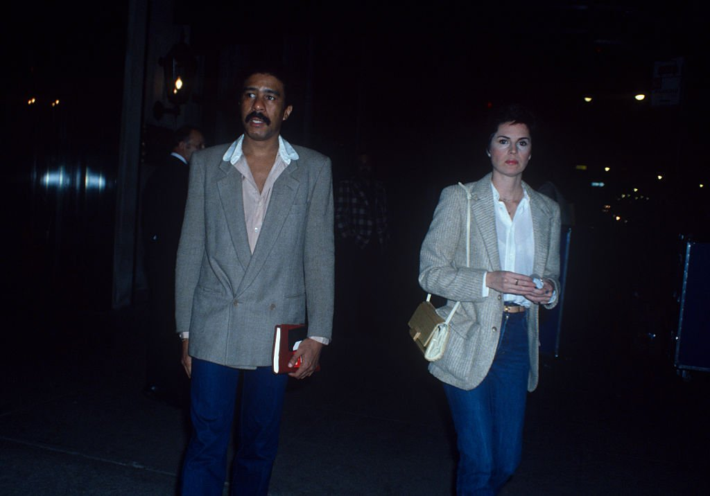Jennifer Lee and Richard Pryor walking together; circa 1970 in New York | Photo: Getty Images