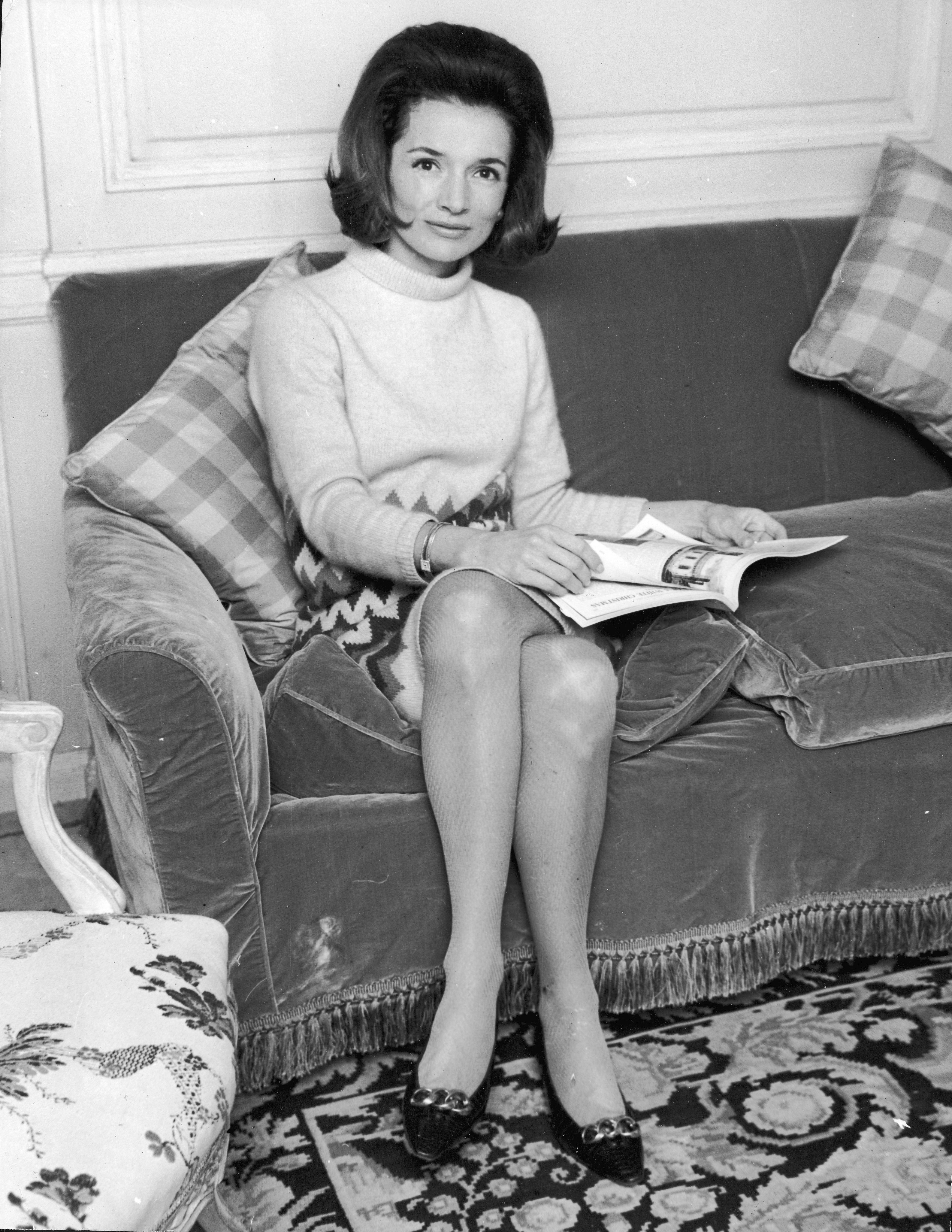 Lee Radziwill sitting on a couch in the 60s | Photo: Getty Images