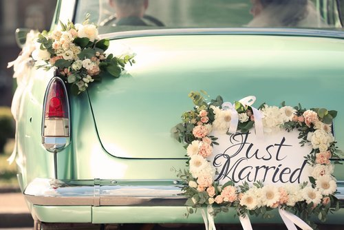 A decorated wedding car. | Source: Shutterstock.