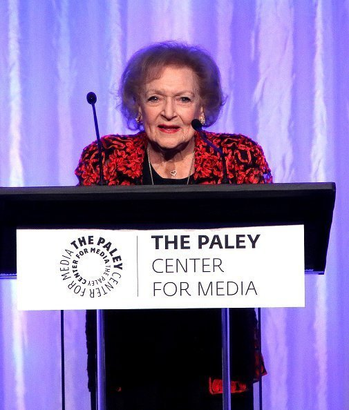 Betty White at the Beverly Wilshire Four Seasons Hotel on October 12, 2017 in Beverly Hills, California. | Photo: Getty Images