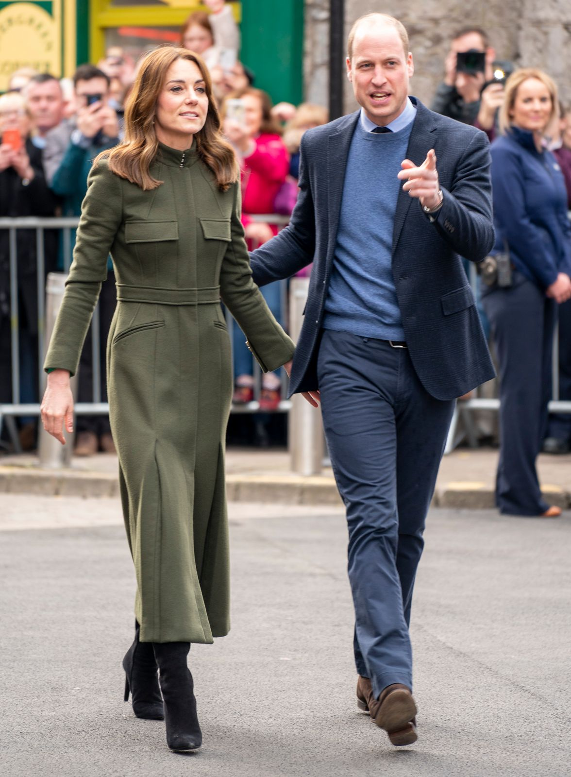 Prince William and Kate Middleton meet members of the public gathered on King Street during day three of their visit to Ireland on March 5, 2020   Photo: Getty Images
