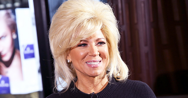 Theresa Caputo of 'Long Island Medium' and Daughter Victoria Wear Matching Aprons on a Painting Outing