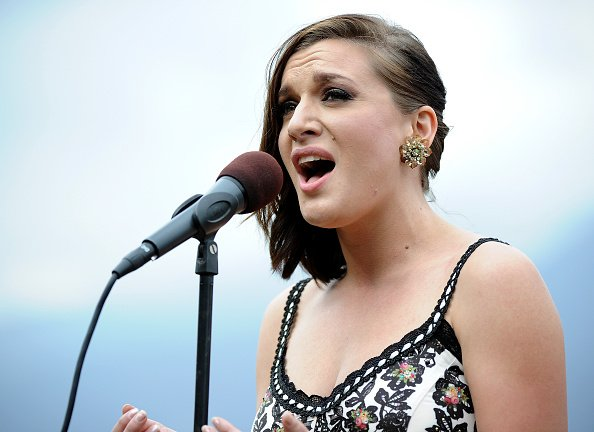 Ariana Savalas sings the National Anthem to start the 2014 Breeder's Cup at Santa Anita Park on October 31, 2014 | Photo: Getty Images