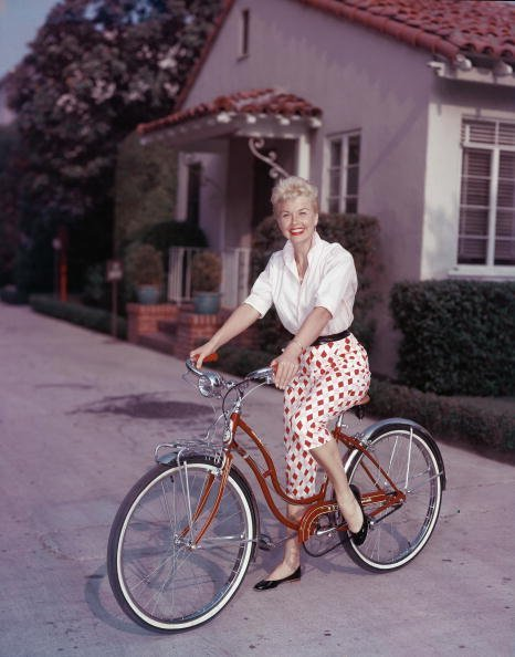 Doris Day poses on a red Schwinn bicycle, in the late 1950s. | Source: Getty Images.