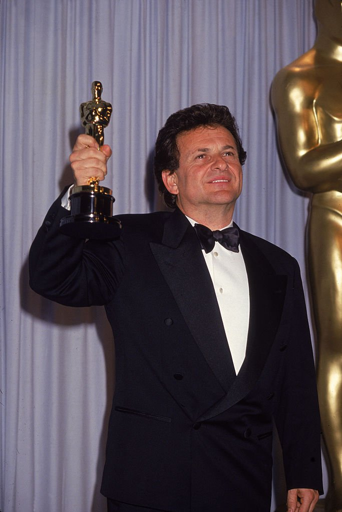 Joe Pesci smiles as he holds up his Oscar for Best Supporting Actor for his role in 'Goodfellas' at the 63rd Annual Academy Awards ceremony, | Getty Images / Global Images Ukraine