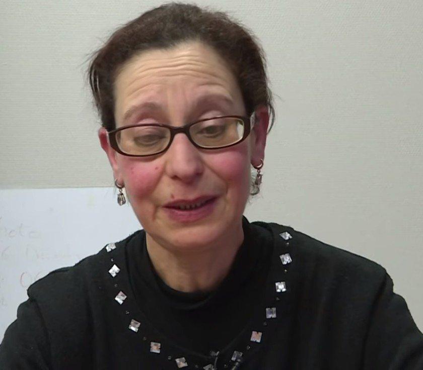 Saïda parle des terribles conditions de vie de ses proches. l Source: YouTube/L'Obs