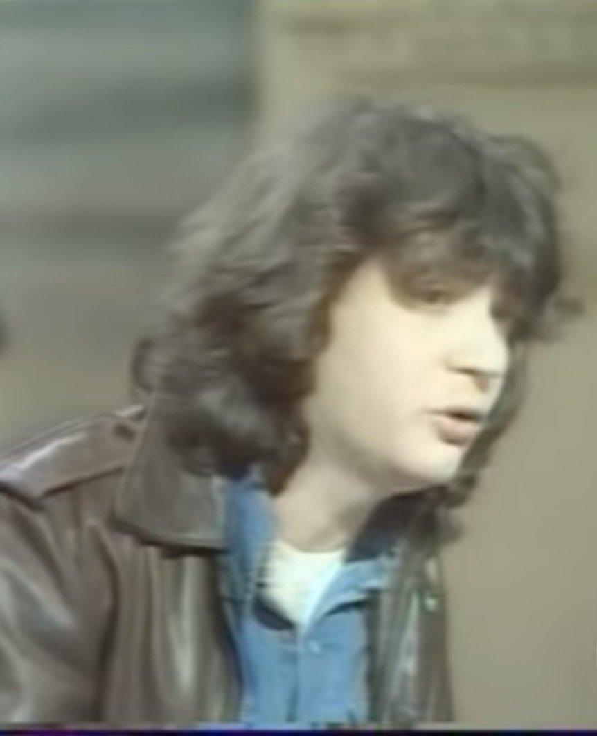 Daniel Balavoine lors d'un débat politique le 19 mars 1980. l Source : YouTube/Ina Clash TV