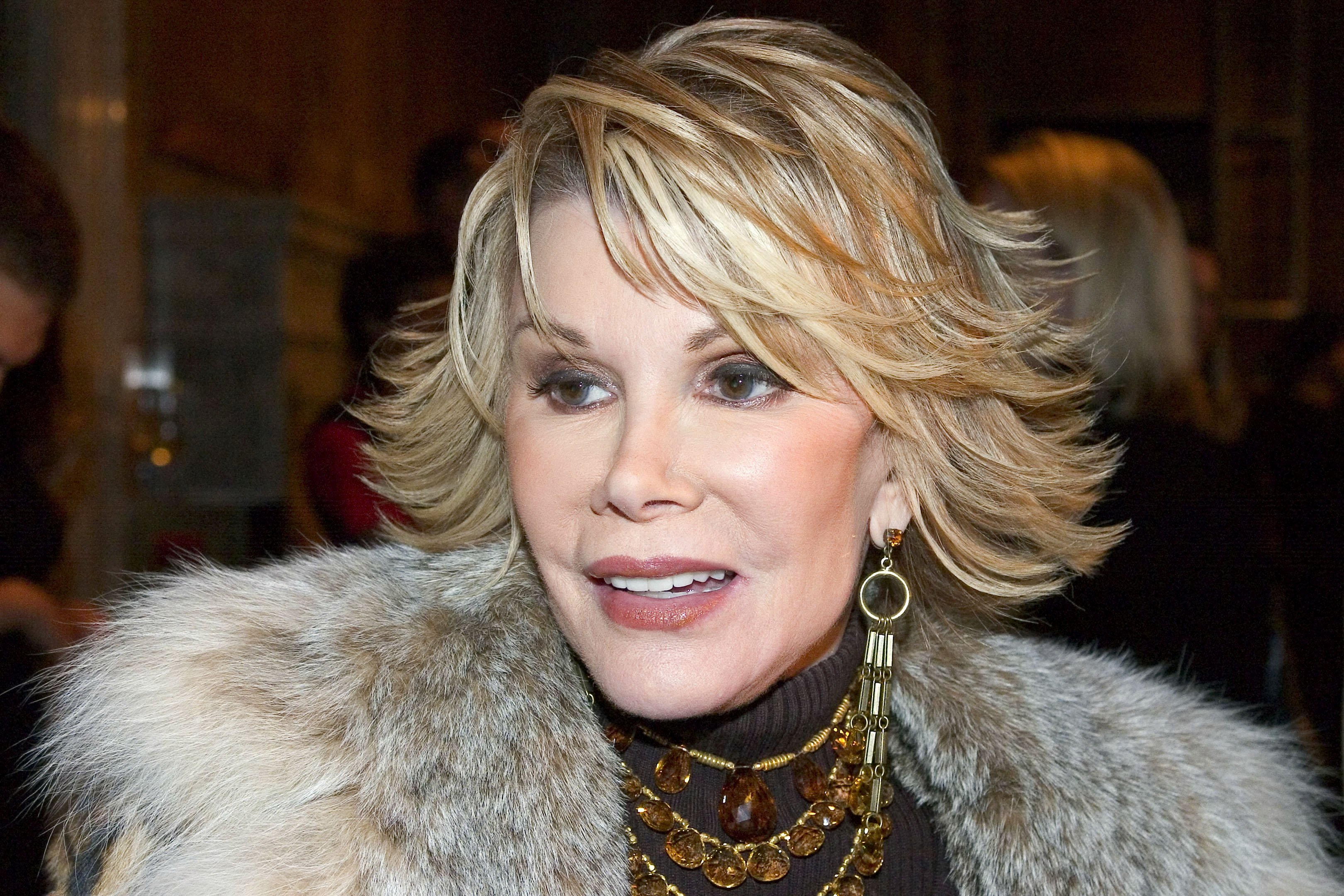 Joan Rivers arrives for the Banana Republic 2005 Spring Collection in New York City on October 25, 2004 | Photo: Getty Images