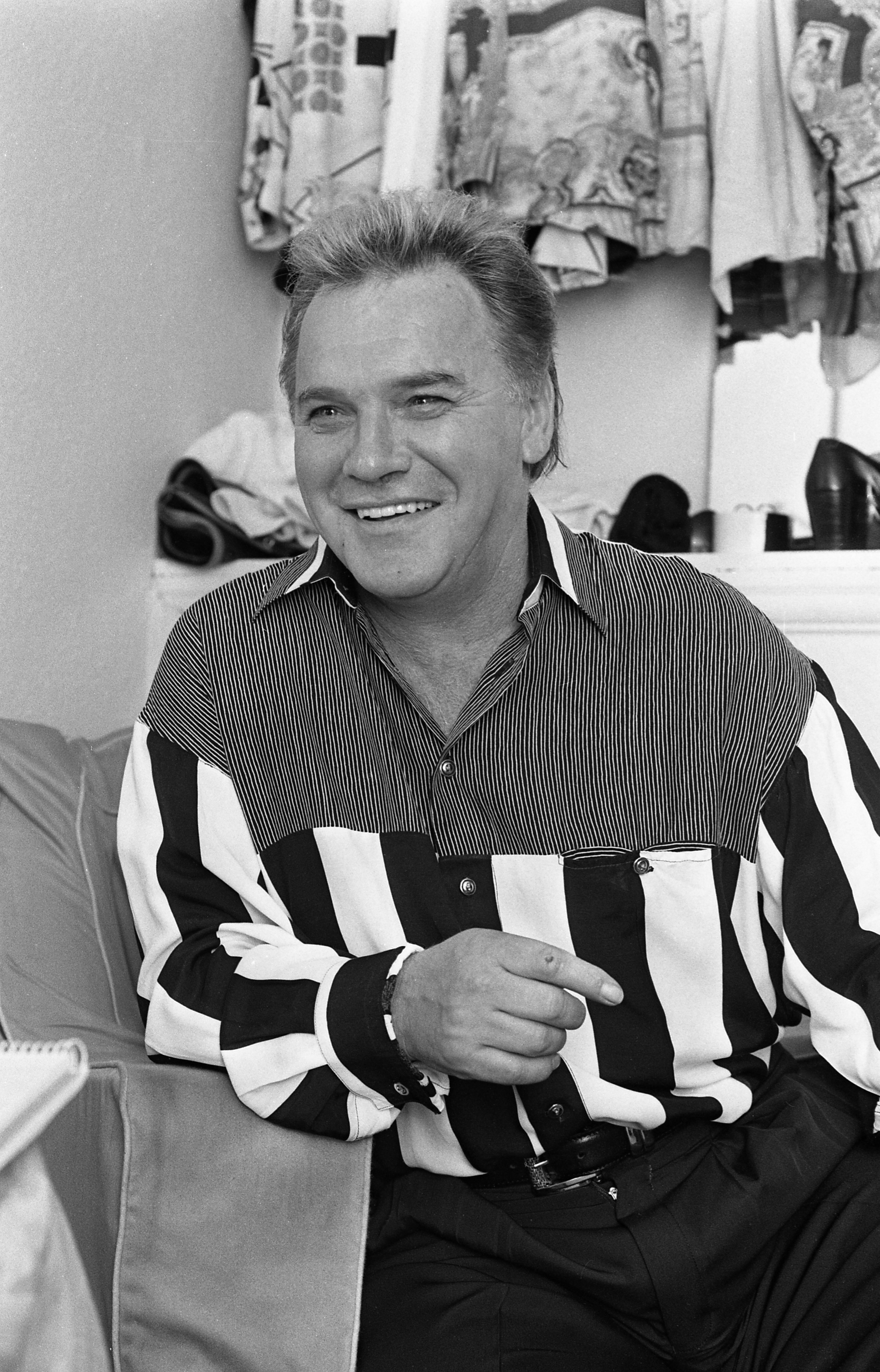Freddie Starr in his dressing room at the Olympia Theatre in Dublin, Ireland, in 1993 | Photo: Getty Images