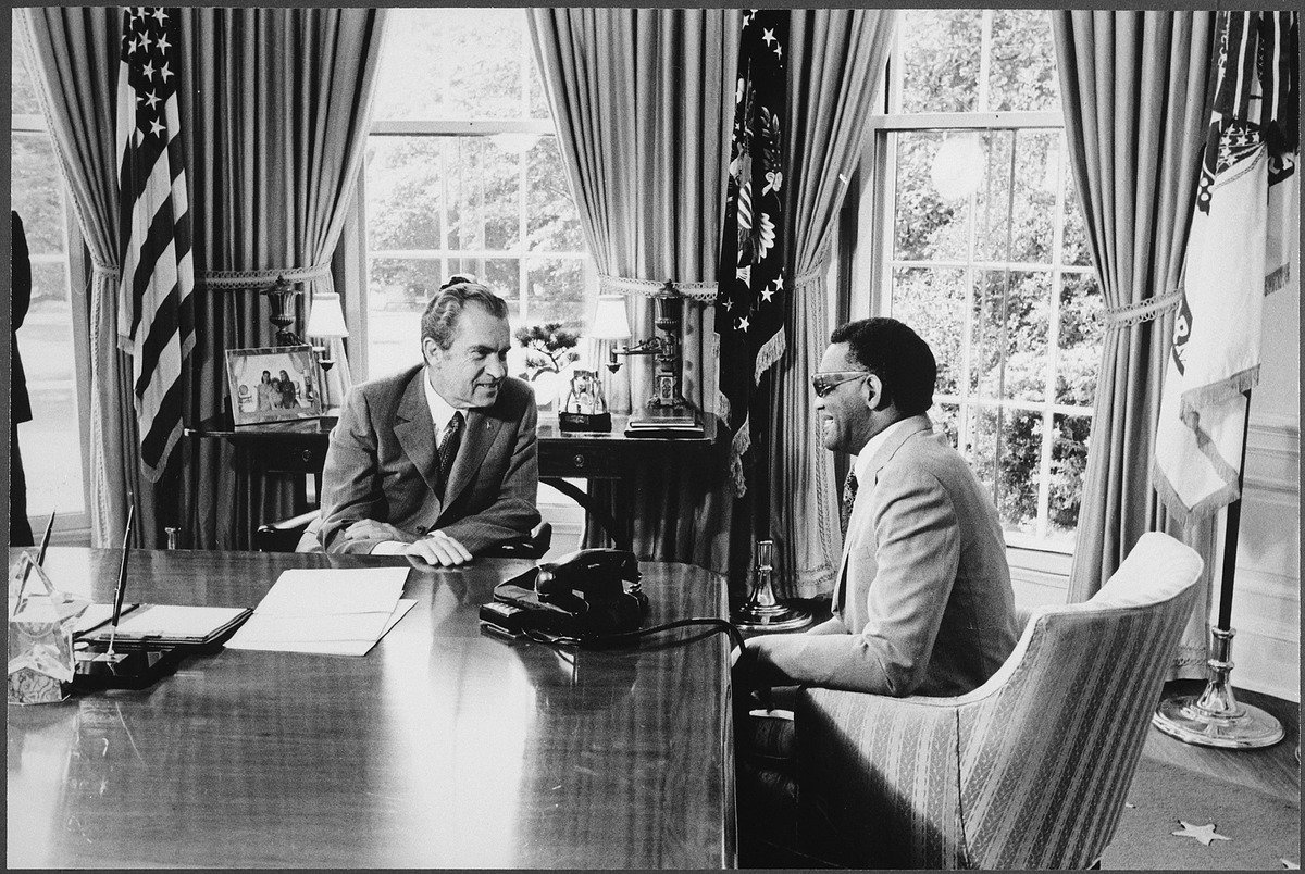 Charles meeting with President Richard Nixon, 1972. | Photo: Wikimedia Commons Images