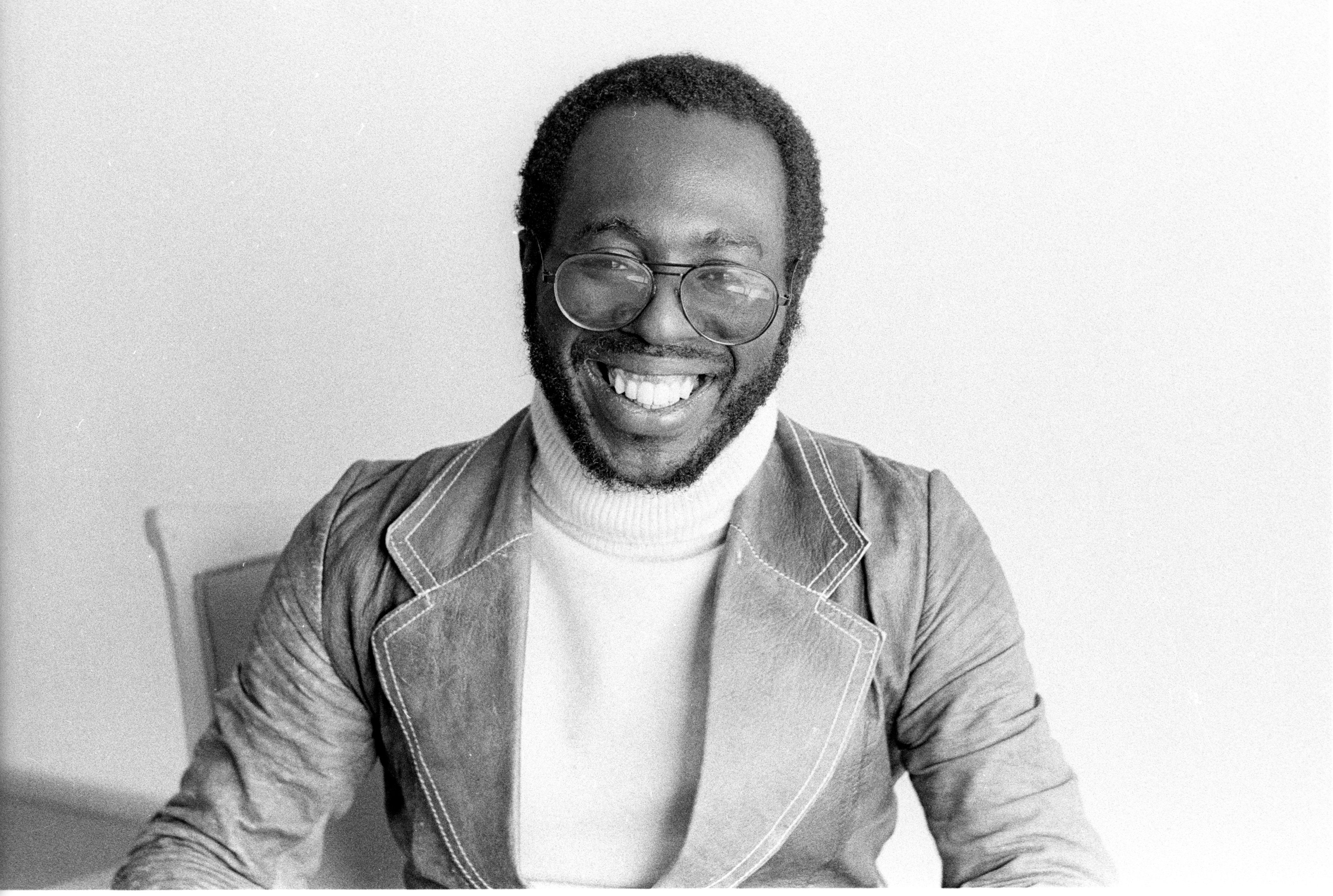Black and white promotional photo of R&B singer Curtis Mayfield, unknown date | Photo: Getty Images