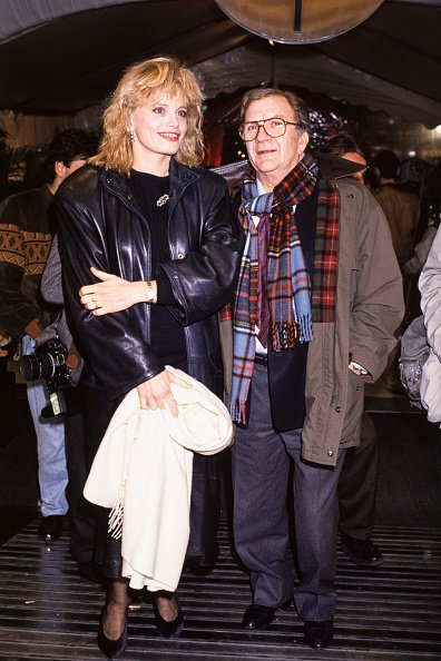 Pierre Mondy et sa femme Annie lors de la soirée 'Virgin' à Paris en novembre 1988, France. | Photo : Getty Images