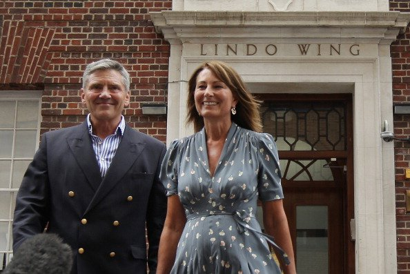 Carole Middleton and Michael Middleton at St Mary's Hospital on July 23, 2013. | Photo: Getty Images