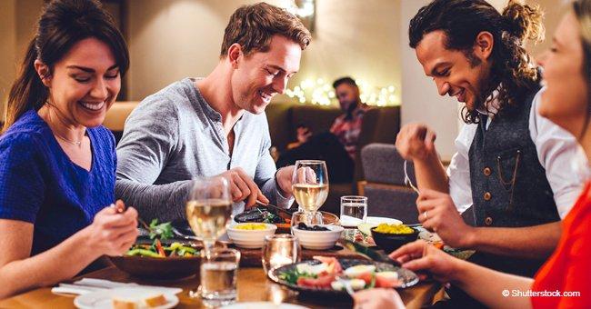 Personas disfrutan de una comida.   Foto: Shutterstock