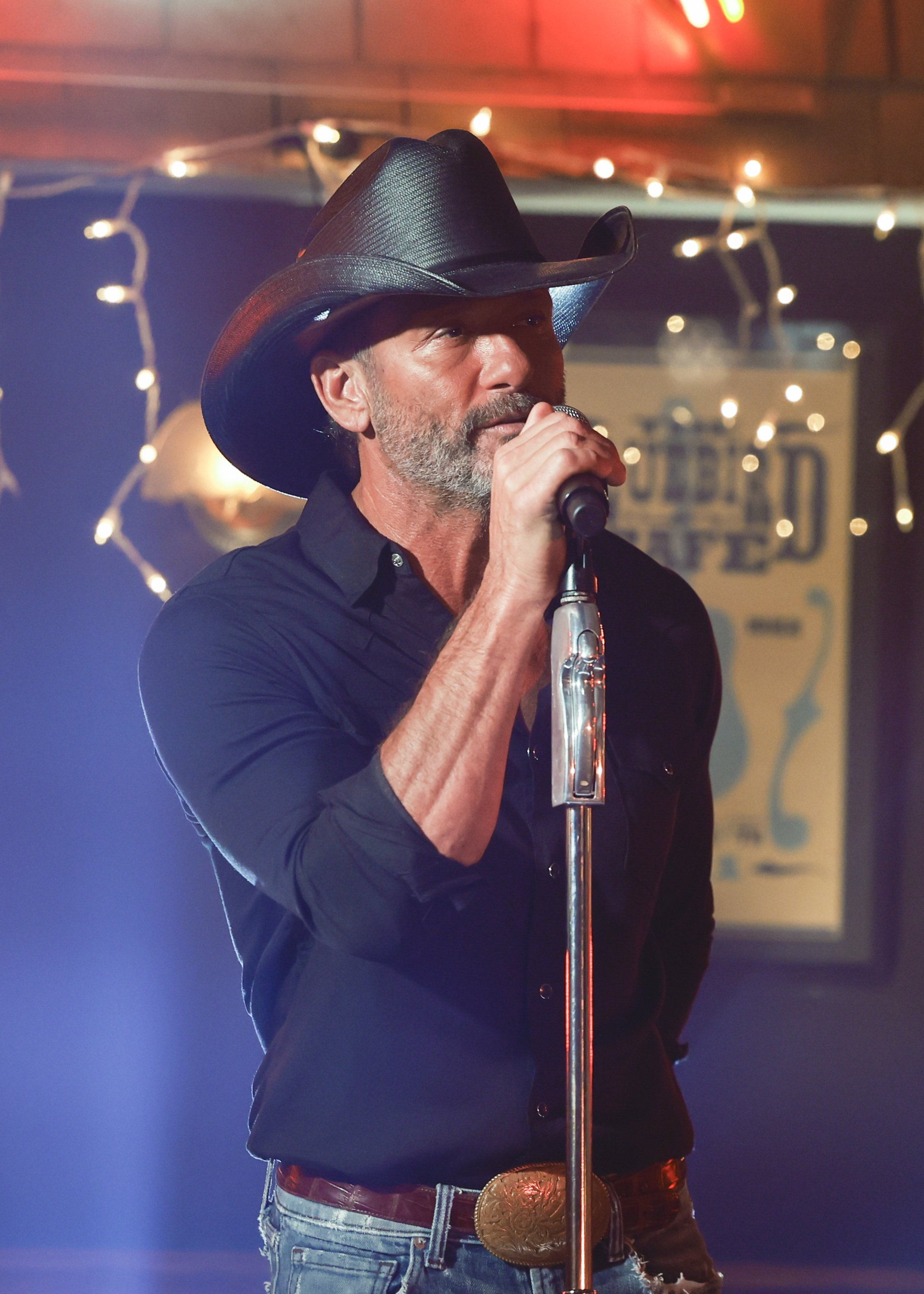 Tim McGraw performing at the American Country Music Awards in Nashville, September, 2020. | Photo: Getty Images.