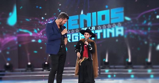 11-Jähriger bewegt ein ganzes Fernsehstudio zu Tränen, als er über seinen Vater spricht