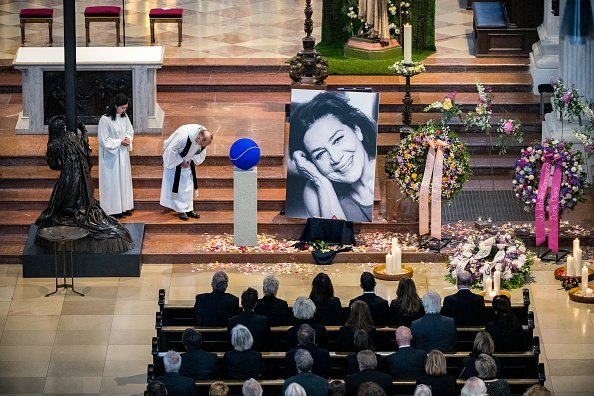 Beerdigung von Hannelore Elsner, München, 2019 | Quelle: Getty Images