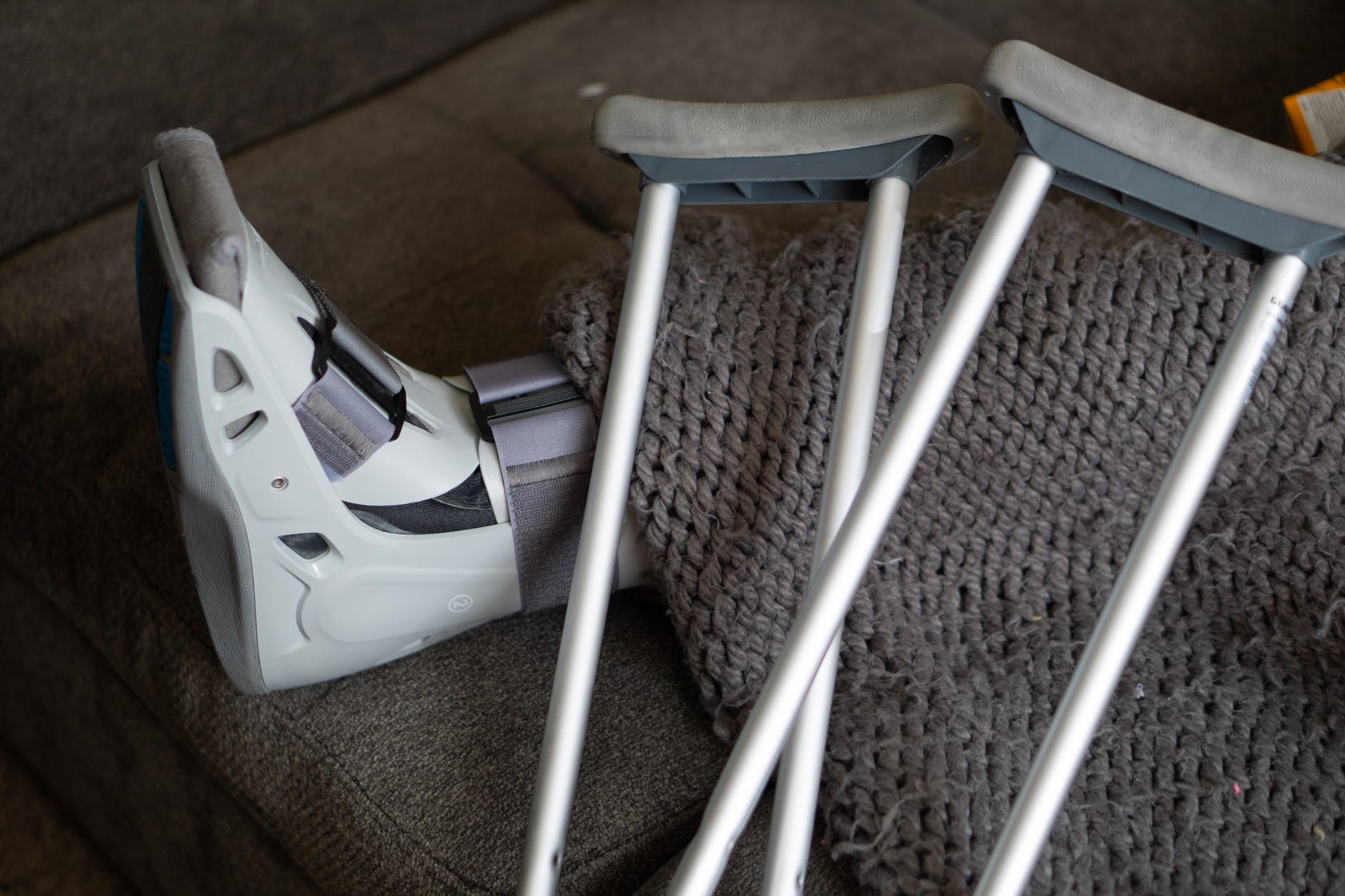 They yelld at her for breaking her crutches. | Source: Pexels
