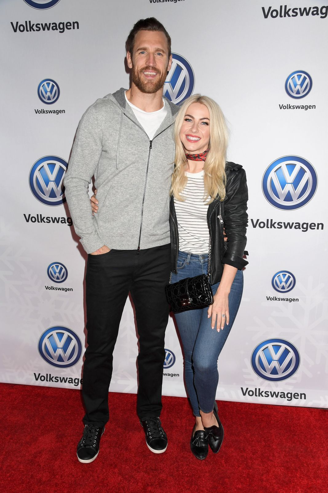 Brooks Laich and Julianne Hough at the Volkswagen Holiday Drive-In event in Los Angeles, California on December 16, 2017 | Photo: Jennifer Graylock/Getty Images