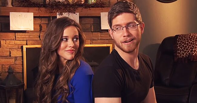 Jessa Duggar's Husband Hilariously Reacts to Her Christmas Shopping in New Pic