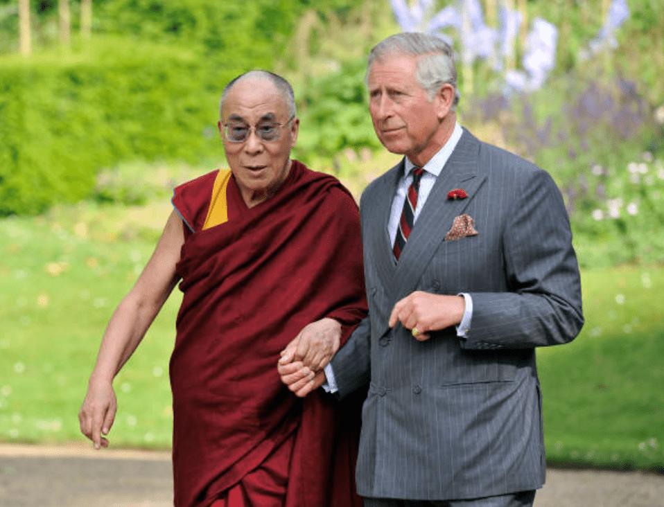 Le Prince Charles accueille le Dalaï Lama à Clarence House, le 20 juin 2012, à Londres | Photo : Getty Images