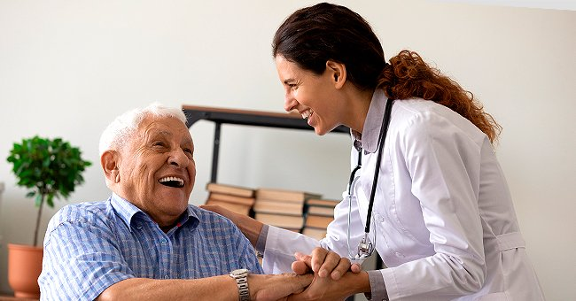 An old man speaking to a doctor. | Photo: Shutterstock