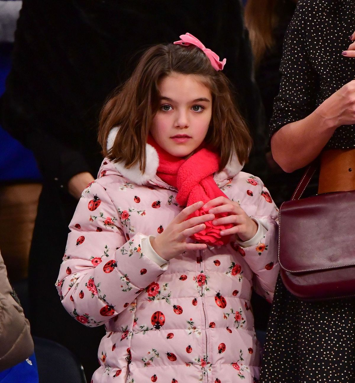 Suri Cruise asiste al partido Oklahoma City Thunder Vs New York Knicks en el Madison Square Garden el 16 de diciembre de 2017 en Nueva York. | Foto: Getty Images