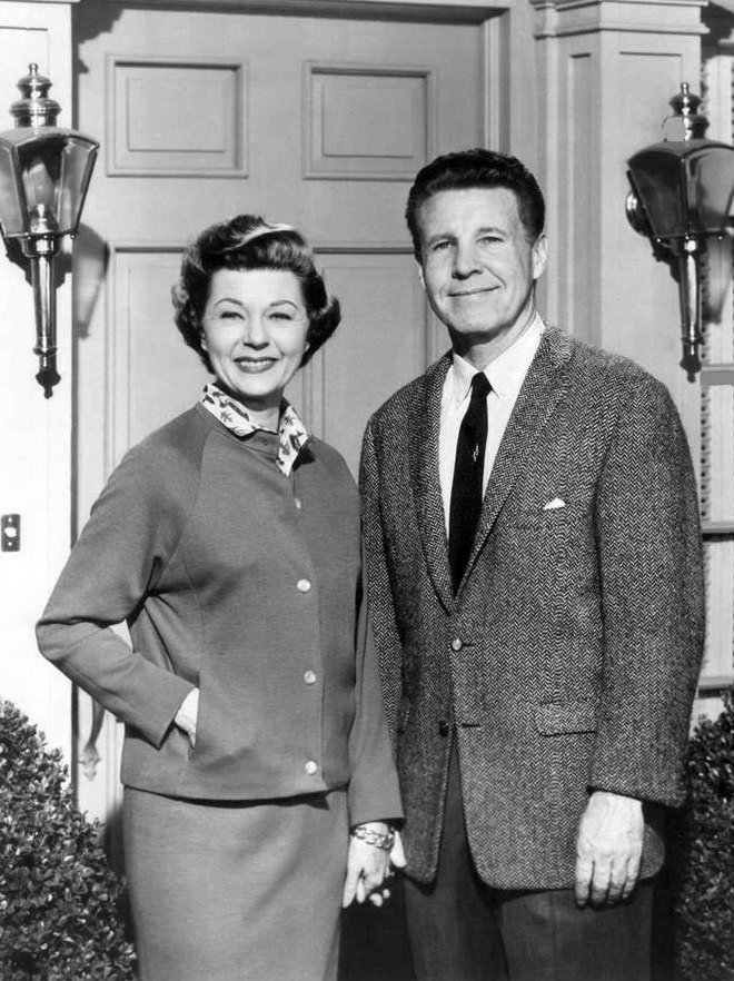 Ozzie and Harriet Nelson from the television program The Adventures of Ozzie and Harriet. | Source: Wikimedia Commons