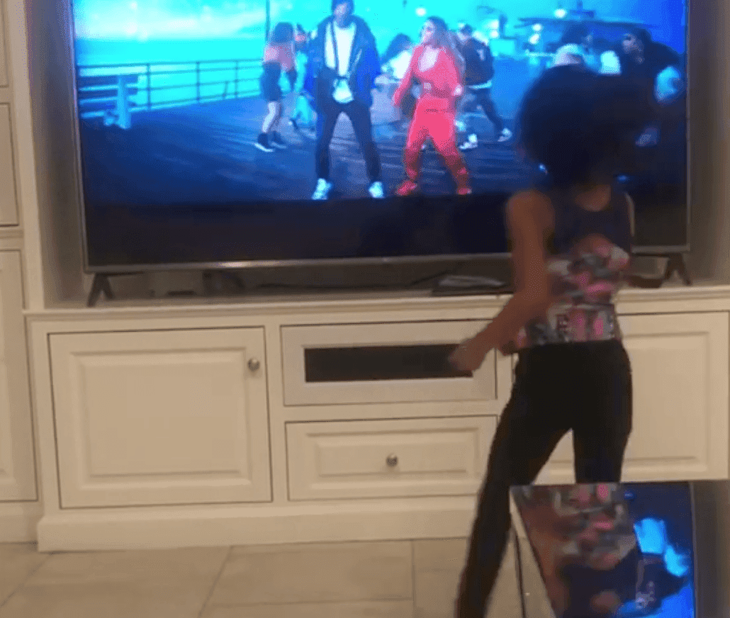 Royalty Brown dancing to 'Undecided' | Source: Instagram/mombreezyofficial