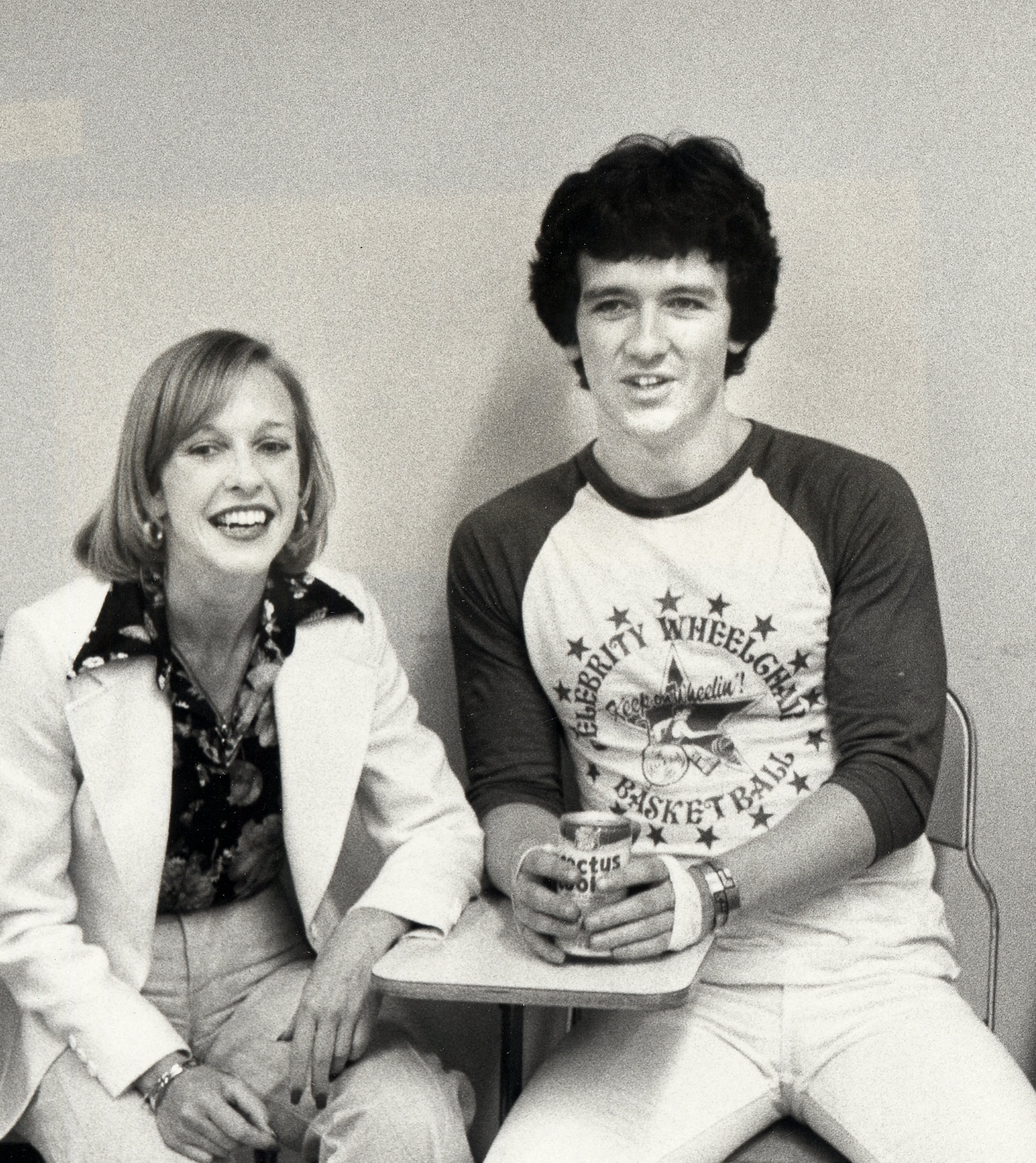 Patrick Duffy and wife Carlyn Rosser attend a basketball game at California State University on May 22, 1977 in Northridge. | Source: Getty Images