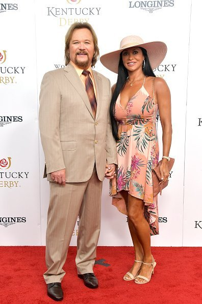 Travis Tritt and Theresa Nelson at Churchill Downs on May 04, 2019 in Louisville, Kentucky. | Photo: Getty Images