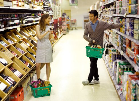 Photo of  young professionals in a supermarket | Photo: Getty Images