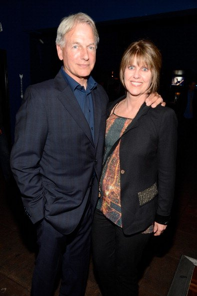 Mark Harmon et son épouse, l'actrice Pam Dawber, assistent au spectacle des Rolling Stones à Echoplex le 27 avril 2013 à Los Angeles, Californie.  | Photo : Getty Images