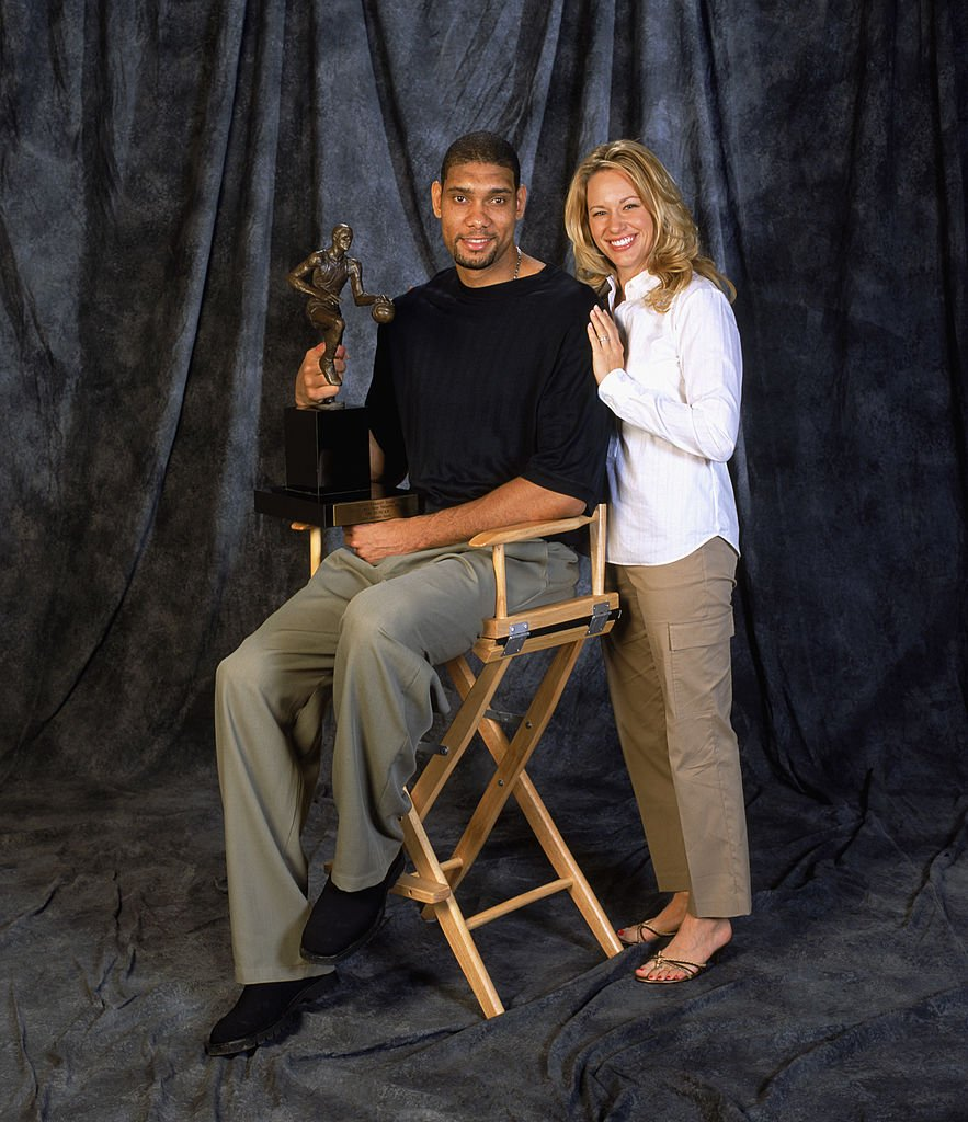 Portrait of MVP Tim Duncan and Amy on May 4, 2003 | Photo: Getty Images