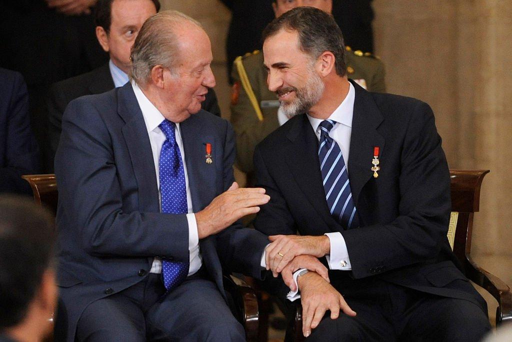 El Rey Felipe VI de España y el Rey Juan Carlos I en el 30 aniversario de España como parte de las Comunidades Europeas en el Palacio Real el 24 de junio de 2015 en Madrid, España. | Imagen: Getty Images