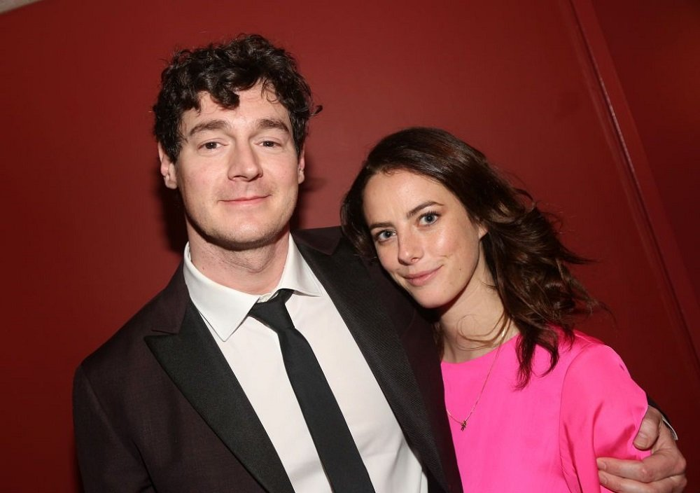 Benjamin Walker and Kaya Scodelario posing at the 2019 Outer Critics Circle Theater Awards in New York City, in May 2019. | Image: Getty Images.