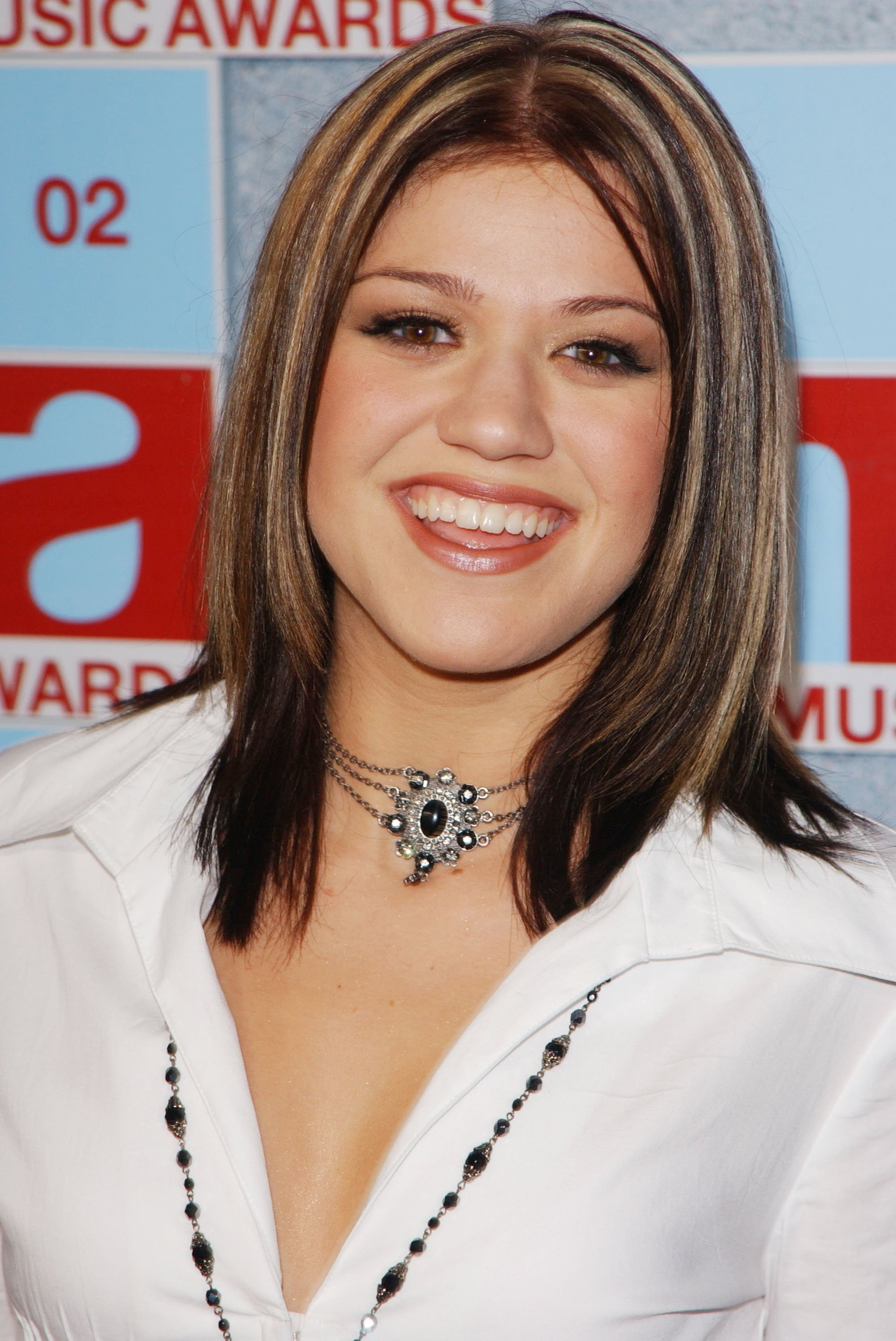 Kelly Clarkson attends the MTV Video Music Awards in New York City on August 29, 2002   Photo: Getty Images