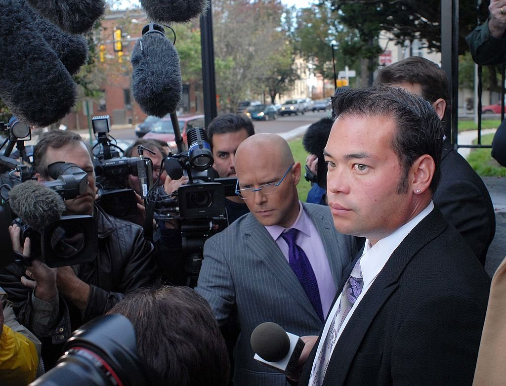 Jon Gosselin speaks to reporters as he left the Montgomery County Courthouse after a hearing for his divorce from his wife Kate Gosselin, on October 26, 2009, in Norristown, Pennsylvania | Source: William Thomas Cain/Getty Images