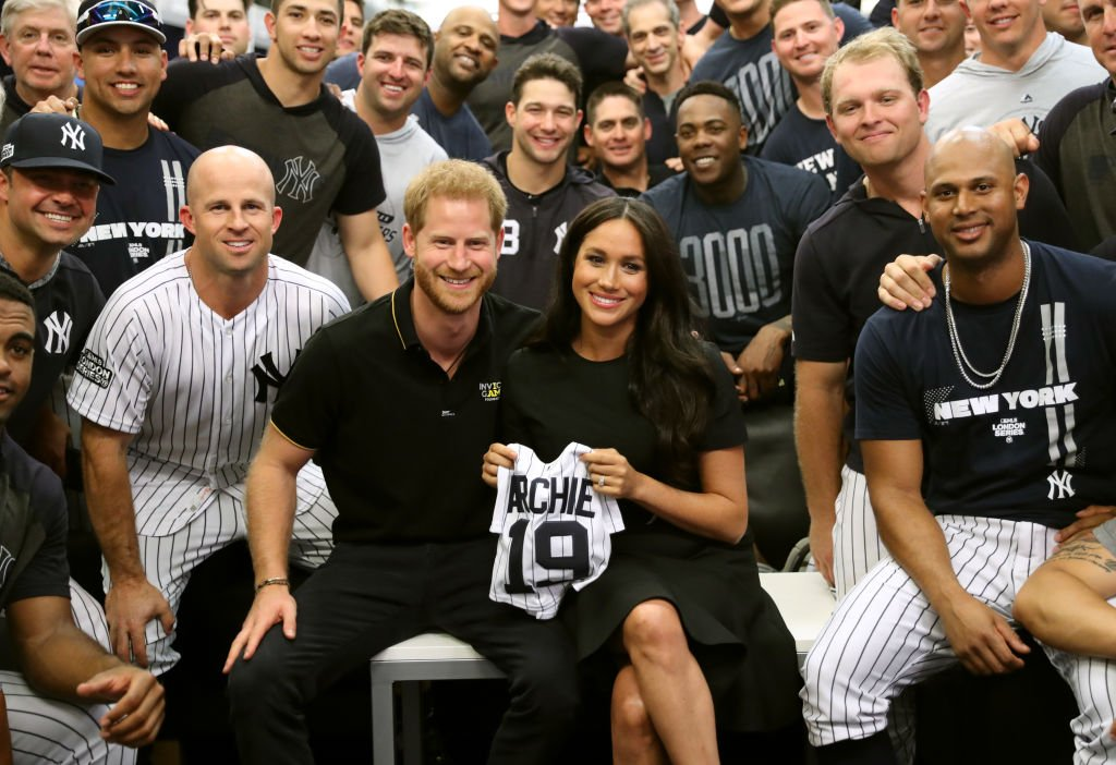Prince Harry and Meghan  join the New York Yankees in their Clubhouse and receive gifts for Archie | Photo: Getty Images