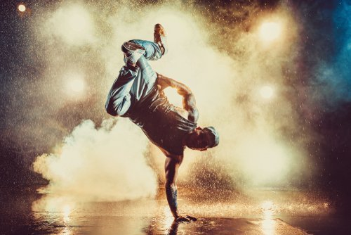 A young man breakdancing in a club. | Source: Shutterstock.